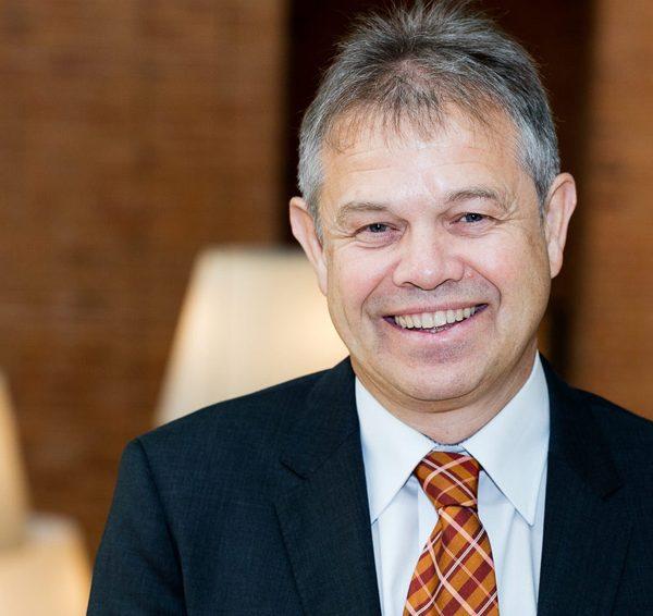 Trainer Peter Josef Senner, Geschäftsleitung